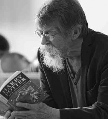 Actor John Hurt CBE reads to children at Belfry School Overstarnd